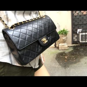 Chanel medium classic flap in lambskin